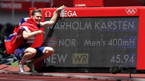 McLaughlin nối bước Karsten Warholm, lập KLTG cự ly chạy 400m vượt rào - lần đầu tiên trong lịch sử Olympic ảnh 2