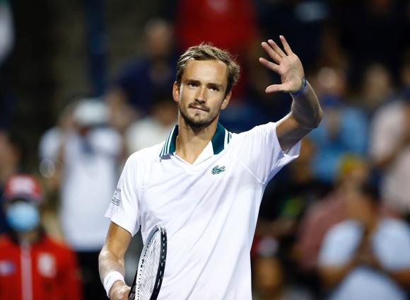 Daniil Medvedev và Camila Giorgi vô địch Canadian Open, Roger Federer lại phẫu thuật đầu gối ảnh 1
