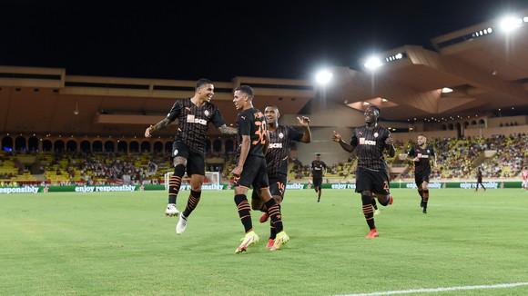 Có đến 3 cầu thủ Brazil ăn mừng bàn thắng của Shakhtar, cầu thủ còn lại là người Burkina Faso