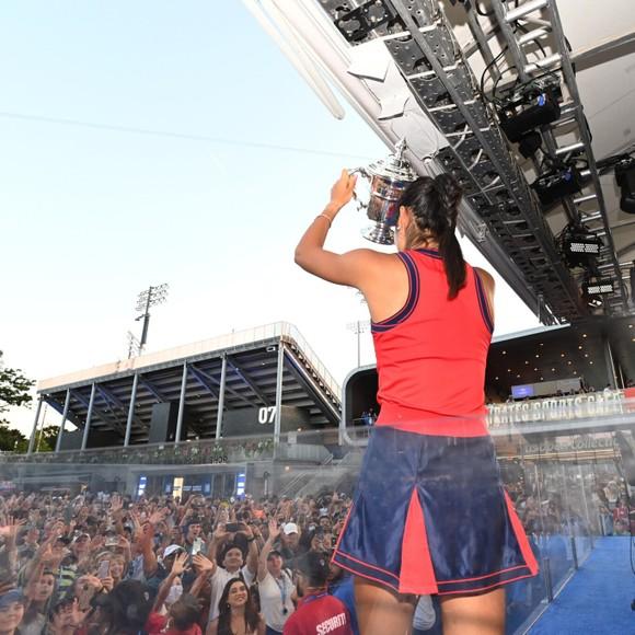 US Open: 'Quý cô' Emma Raducanu thắp lại ngọn lửa Anh sau 53 năm ở Grand Slam trên đất Mỹ ảnh 3