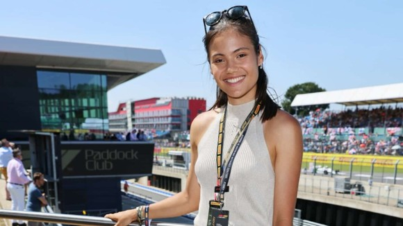"""""""Quý cô Anh quốc"""" Emma Raducanu: Yêu thích đua xe tốc độ, vừa tốt nghiệp Trung học, đang tập làm quen cách… tiêu tiền ảnh 4"""