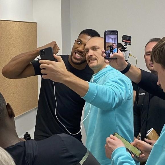 """Anthony Joshua vs Oleksan Usyk: AJ """"cơ bắp"""" nặng 108kg, Miêu hiệp nặng hơn 100kg, nhưng trọng lượng """"không là vấn đề"""" ảnh 1"""