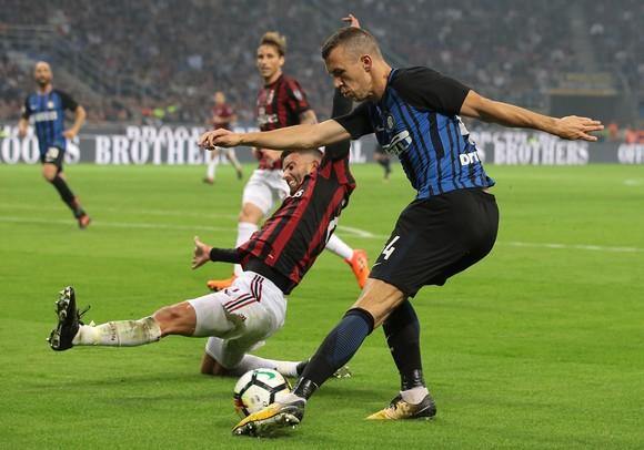 Inter vất vả vượt qua Milan ở phút cuối ảnh 1