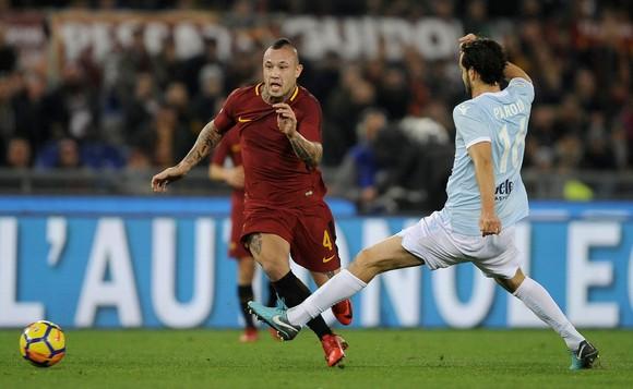 Serie A: Napoli vượt qua AC Milan, Roma nhấn chìm Lazio ảnh 1