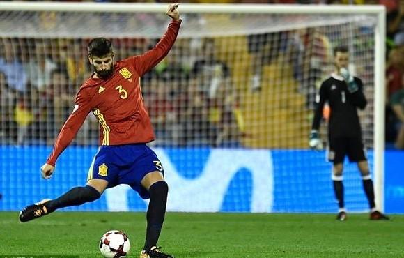 Sao Barca Gerard Pique chấn thương đầu gối, Tây Ban Nha lo sốt vó ảnh 1