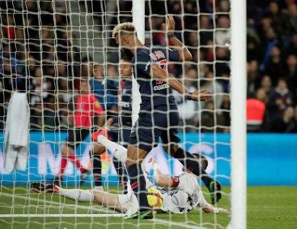 Choupo–Moting không bán độ, PSG chỉ xui xẻo thôi