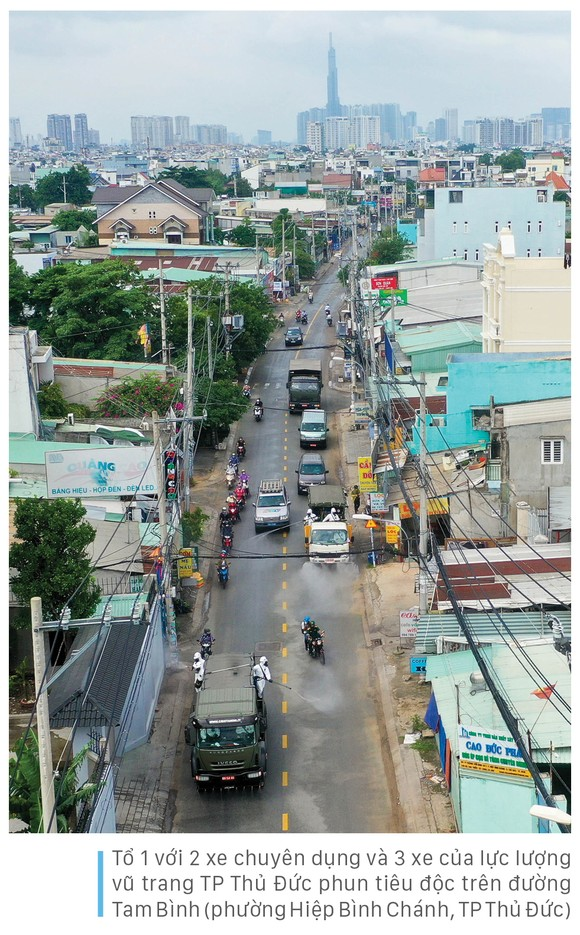 Lực lượng vũ trang ra quân phun khử khuẩn toàn thành phố  ảnh 17
