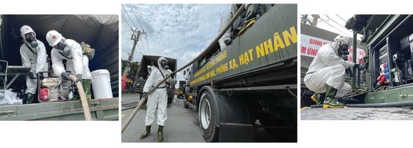 Lực lượng vũ trang ra quân phun khử khuẩn toàn thành phố  ảnh 20