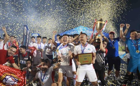 Những khoảnh khắc đẹp của đội bóng Viettel khi nâng cúp vô địch mùa bóng 2020 ảnh 10