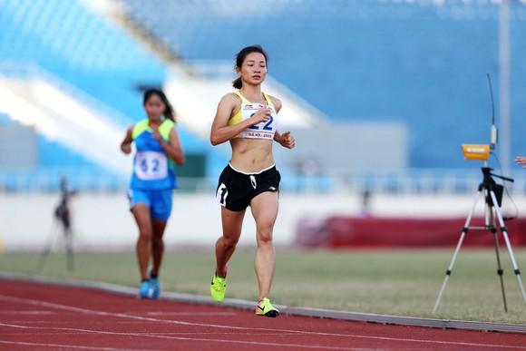 Kết thúc giải vô địch điền kinh Quốc gia 2020: Lê Tú Chinh xuất sắc đoạt 5 HCV ảnh 4
