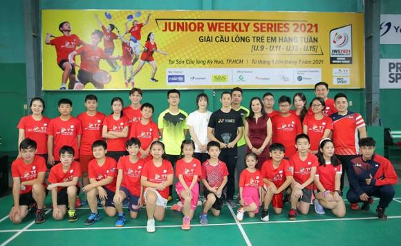 Giải cầu lông Junior Weekly Series 2021: Nguyễn Tiến Minh cùng các tuyển thủ quốc gia giao lưu với tay vợt nhí ảnh 4