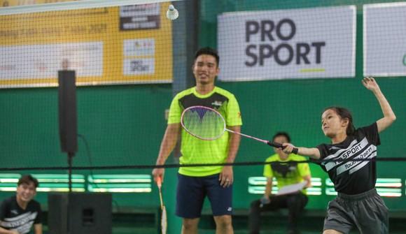 Giải cầu lông Junior Weekly Series 2021: Nguyễn Tiến Minh cùng các tuyển thủ quốc gia giao lưu với tay vợt nhí ảnh 6