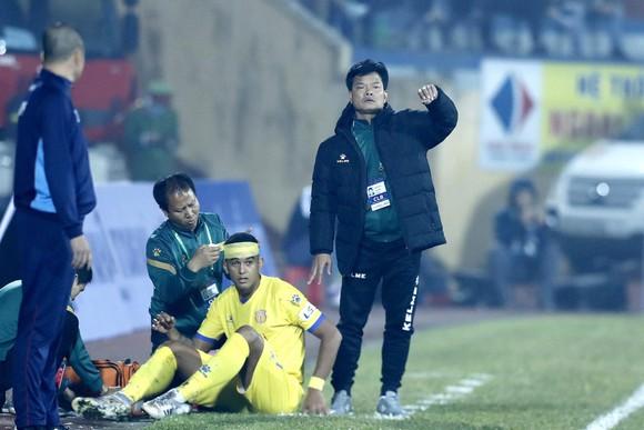"""Khai màn V.League 2021: Chiến thắng """"sốc"""" của đội nhà Nam Định trước Hà Nội ảnh 2"""