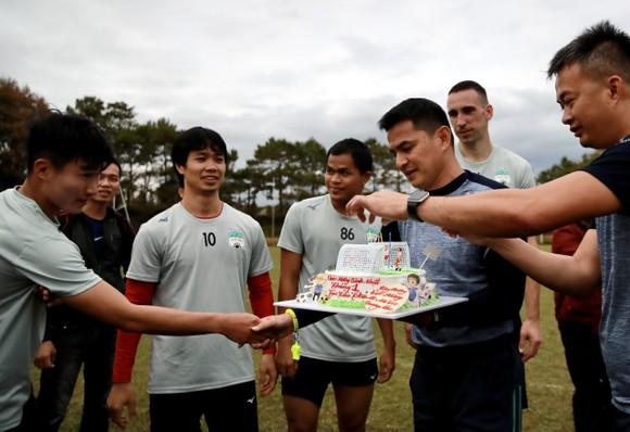 HLV Kiatisak chúc mừng sinh nhật tuổi 26 của Công Phượng ảnh 6