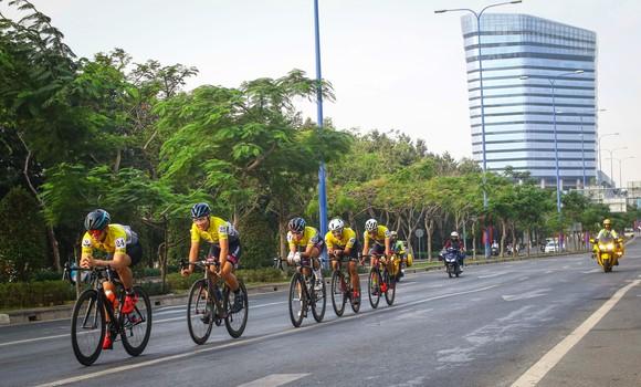 Giải đua xe đạp phong trào TPHCM mừng xuân Tân Sửu 2021: 250 VĐV tham dự ảnh 6