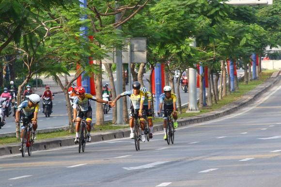 Giải đua xe đạp phong trào TPHCM mừng xuân Tân Sửu 2021: 250 VĐV tham dự ảnh 7