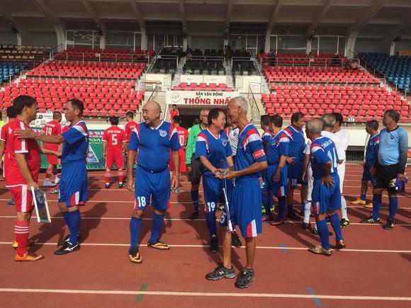 Các cựu cầu thủ họp mặt tưởng niệm 5 năm ngày mất HLV Phạm Huỳnh Tam Lang ảnh 3