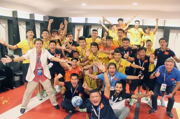Ông Jürgen Gede thời điểm đồng hành cùng đội tuyển U19 Việt Nam tham dự World Cup.