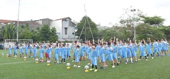 Sân chơi bóng đá cộng đồng rộn ràng trở lại ảnh 2