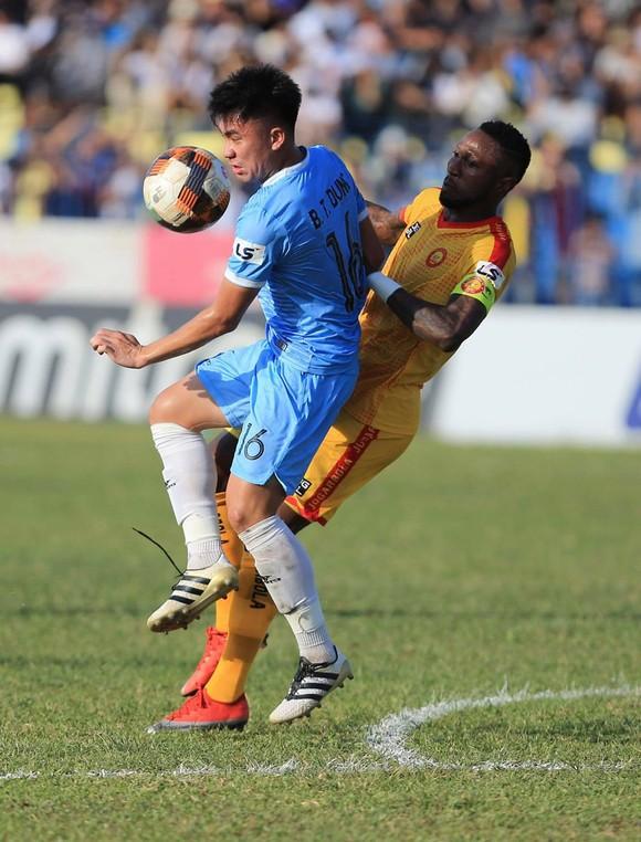 Hà Đức Chinh lập cú đúp, SHB Đà Nẵng có chiến thắng đầu tiên trên sân khách ảnh 2