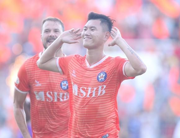 Văn Long ghi bàn, CLB Đà Nẵng chia điểm với ĐKVĐ Hà Nội ảnh 2