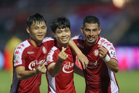 Công Phượng tỏa sáng với cú đúp trong trận thắng 5-1 của CLB TPHCM. Ảnh: DŨNG PHƯƠNG