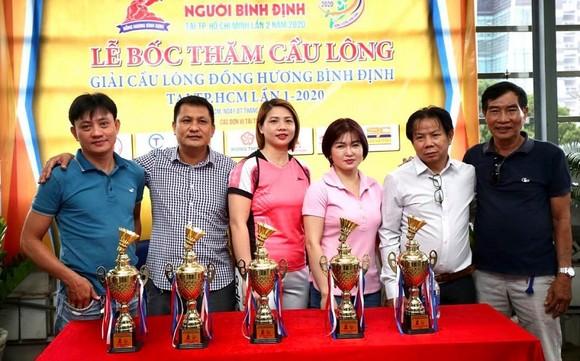Thanh Thùy và Kim Ngân hâm nóng môn cầu lông Hội thao người Bình Định ảnh 1