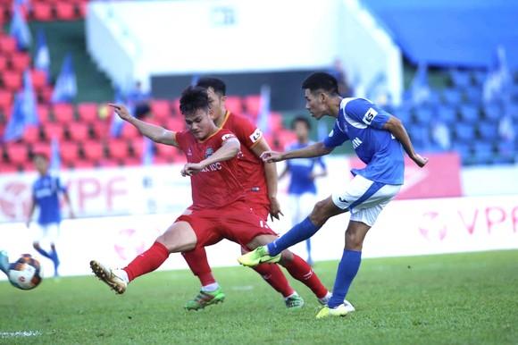 Cuộc so tài bất phân thắng bại giữa hai đội tại giai đoạn 1. Ảnh: BFFC