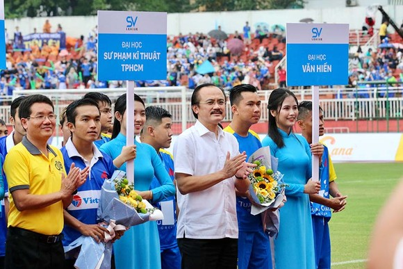 Bầu Thắng và Chủ tịch công ty Nutifood Trần Thanh Hải tại lễ khai mạc. Ảnh: DŨNG PHƯƠNG
