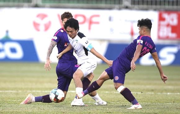 Đề xuất xử phạt hành vi phi thể thao của cầu thủ Sài Gòn và Hải Phòng ảnh 1