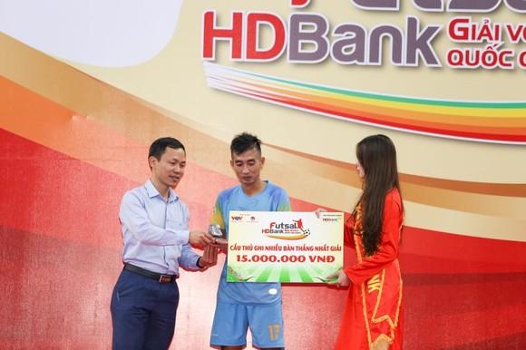 Phùng Trọng Luân nhận giải vua phá lưới mùa giải 2020