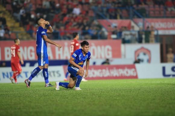 Những nỗ lực bất thành của Quảng Nam. Ảnh: MINH HOÀNG