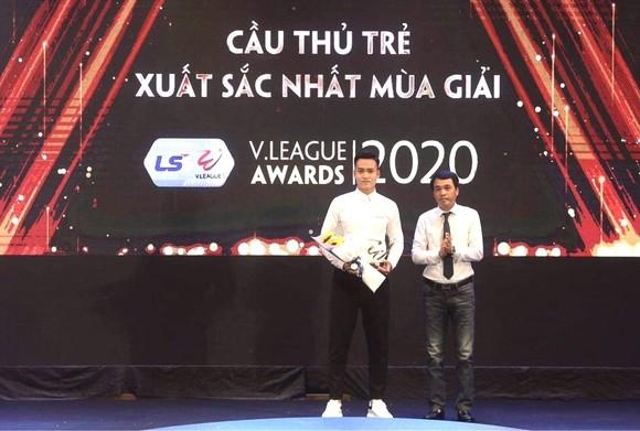 Bùi Hoàng Việt Anh và bước chạy đà hoàn hảo ảnh 1