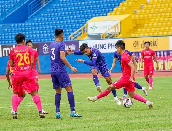 HLV Phan Thanh Hùng dự khán trận B.Bình Dương thắng Sài Gòn FC 2-0 ảnh 1