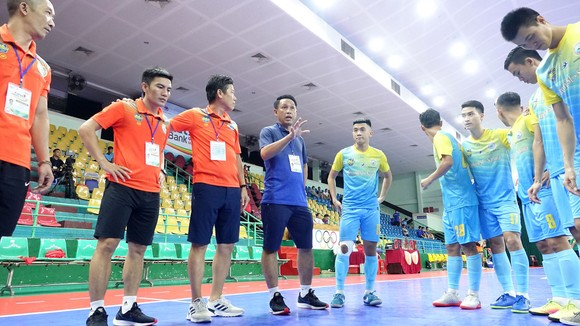 HLV Đặng Đình Khang chia tay Futsal Khánh Hòa ảnh 1