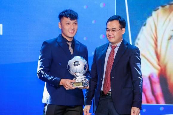 Quả bóng Bạc Futsal 2020 Hồ Văn Ý: Tuổi trẻ tài cao!  ảnh 1