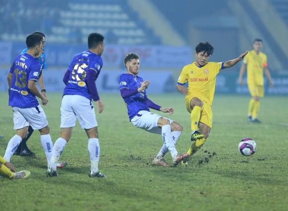 Khai cuộc LS V-League 2021: Nam Định tạo địa chấn trước Hà Nội ảnh 1