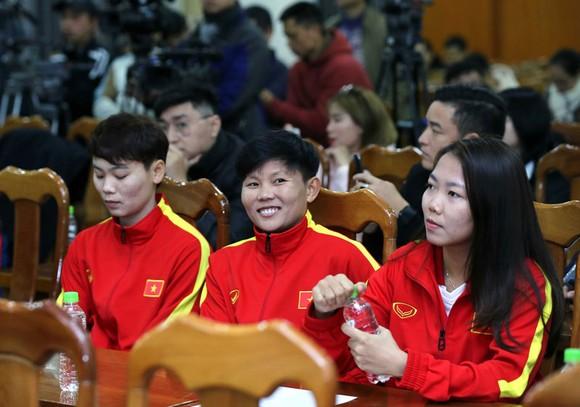 Ra mắt trang phục thi đấu của các ĐT Việt Nam trong năm 2021 ảnh 1