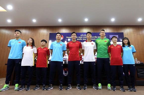 Các tuyển thủ trong trang phục thi đấu năm 2021. Ảnh: MINH HOÀNG
