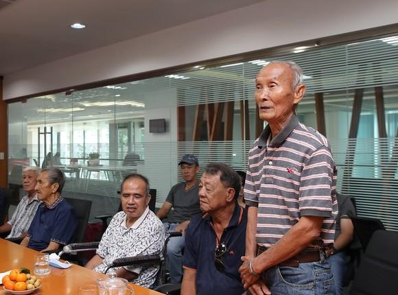 Quả bóng Vàng Việt Nam chia sẻ hơi ấm ngày Tết đến các cựu tuyển thủ  ảnh 1