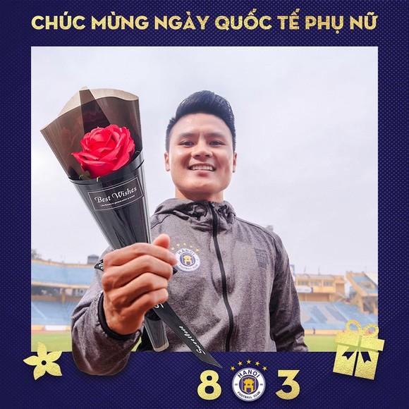 Nguyễn Quang Hải gởi lời chúc mừng ngày 8-3 trên trang fanpage của CLB Hà Nội
