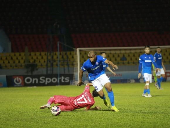 """Sài Gòn FC """"chìm"""" xuống cuối bảng sau trận thua thứ 5 liên tiếp. Ảnh: MINH HOÀNG"""