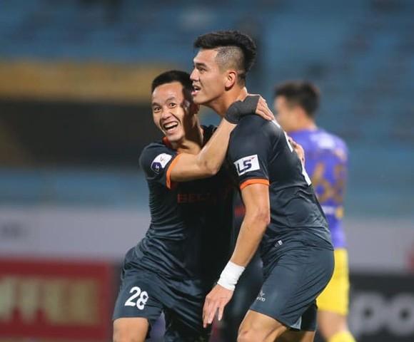 Tiến Linh trở thành cầu thủ đầu tiên lập hattrick ở LS V-League 2021