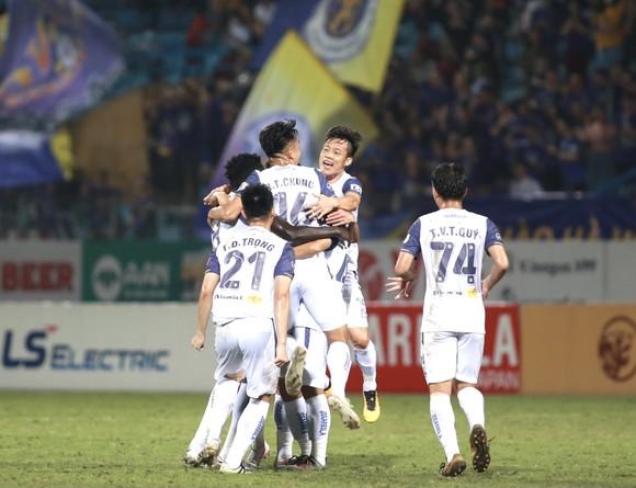 Quang Hải đưa Hà Nội FC trở lại với tốp 6 V-League ảnh 1