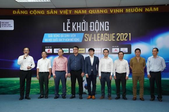 Bầu Thắng trong phần phát biểu chào mừng lãnh đạo, đại diện các doanh nghiệp cùng tham gia đồng hành với các đội ở giải năm nay. Ảnh: DŨNG PHƯƠNG