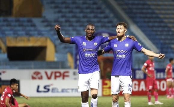 Geovane và Bruno, tác giả 3 bàn thắng cho Hà Nội FC. Ảnh: MINH HOÀNG