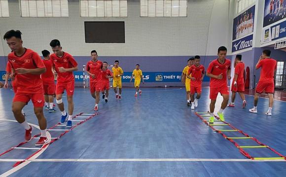 Đội tuyển futsal Việt Nam bắt đầu tập luyện sáng 4-5