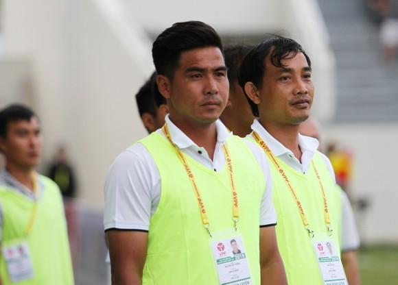 Trợ lý Nguyễn Việt Thắng chia tay CLB Đà Nẵng, HLV Đào Quang Hùng trở lại ảnh 1