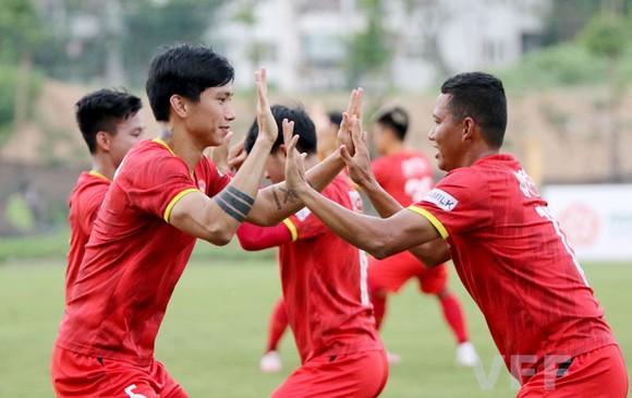 HLV Park Hang-seo lồng các bài tập vận động để tạo không khí thoải mái cho toàn đội