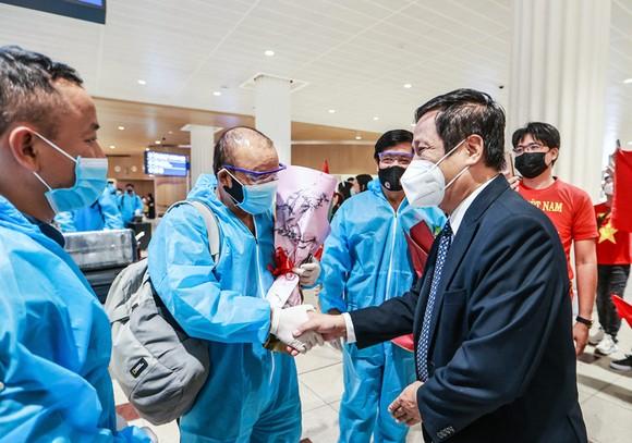 Đội tuyển Việt Nam đến UAE, bắt đầu đếm ngược thời gian ảnh 1